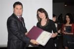 Öğrencimiz Uzay Bayar diplomasını Belediye Başkanımız Sayın Mehmet Kocadon\'un elinden alırken